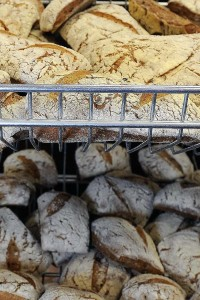 lago-italian-bakery-baking-fresh-bread2